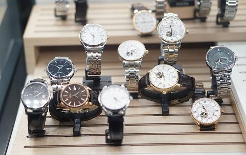 Đồng hồ ngoại nhập châu Âu, Mỹ hoặc Nhật có mẫu mã đa dạng, nhiều sản phẩm phân phối độc quyền dành riêng cho từng thị trường. Ảnh: Hữu Khoa
