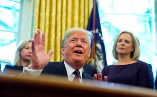 Tổng thống Mỹ - Donald Trump tại Nhà Trắng hôm 16/11. Ảnh: Reuters