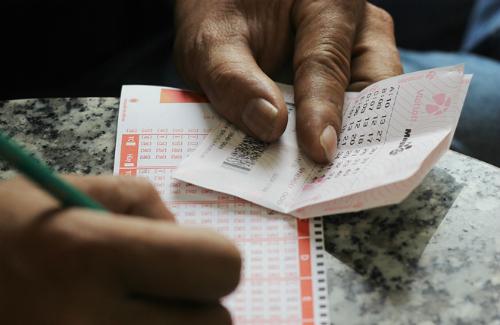 Khách hàng đã chọn ngẫu nhiên vé bao 7 bộ số và trúng thưởng 52 tỷ đồng.