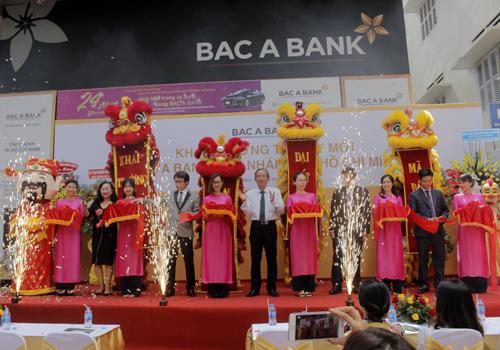 Nghi thức cắt băng khai trương trụ sở mới BAC A BANK CN Hồ Chí Minh