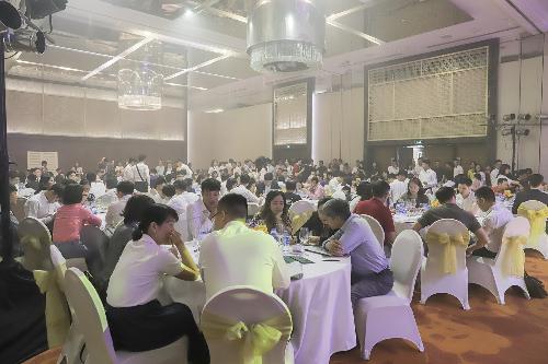 Hàng trăm khách hàng tham gia lễ mở bán Khai Sơn Town.