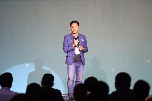 CEO Lê Hoàng Nhật của dự án Ami thuyết trình trong chung kết Startup Việt 2018. Ảnh: VnExpress.