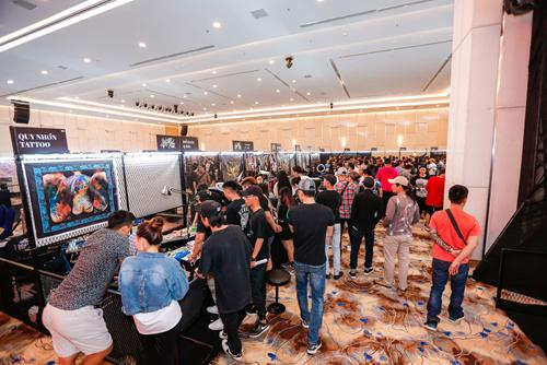 Đông đảo nghệ nhân, khách tham quan có mặt tại sự kiện.