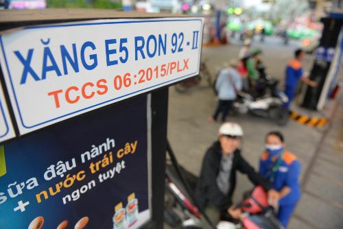 Một trạm xăng tại TP HCM. Ảnh: Hữu Khoa
