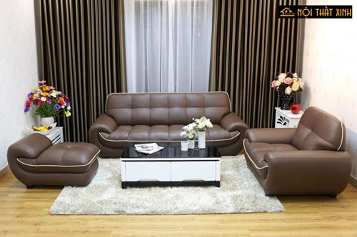 Phía sau một bộ ghế sofa da đẹp đúng chuẩn với thiết đẹp độc đáo, phong cách ấn tượng là một gia chủ biết cách hưởng thụ và có gu thẩm mỹ tinh tế.