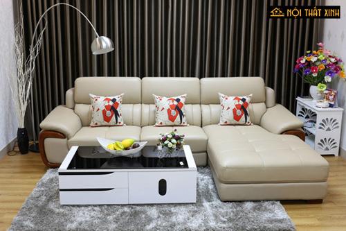 Sofa da thiết kế dạng góc giúp phòng khách thêm sang trọng.
