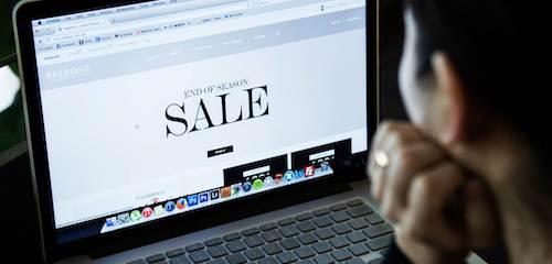 Các hãng thường tung đợt sale mạnh vào dịp cuối năm để kích cầu người tiêu dùng.