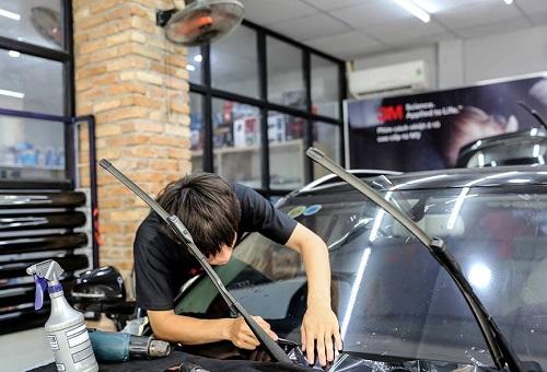 Theo đại diện 3M, khách hàng chỉ nên lắp đặp phim tại các đại lý do 3M Việt Nam ủy nhiệm được đăng trên website chính hãng 3M Việt Nam, do Tập đoàn 3M toàn cầu kiểm soát.