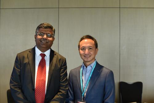 Ông Gaurav Dhawan (trái) và ông Arif Rachmat (phải).