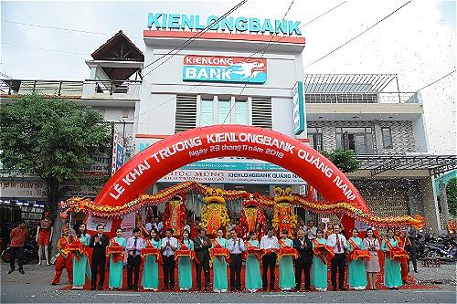 Nghi thức cắt băng khai trương Kienlongbank Quảng Nam.