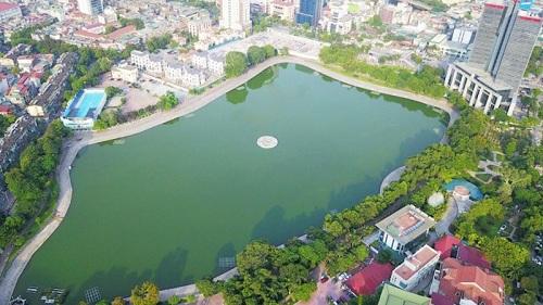 Saigontel Central Park nằm đối diện với Hồ điều hòa rộng lớn.