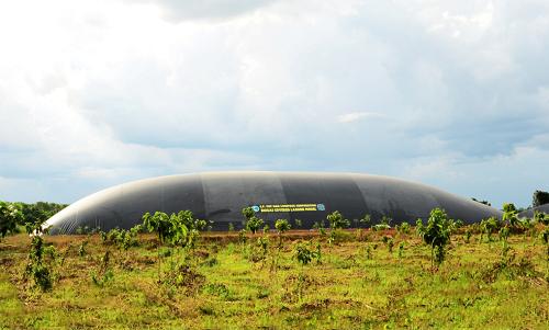 Khu vực Biogas xử lý chất thải sinh học tại trang trại của C.P. Việt Nam