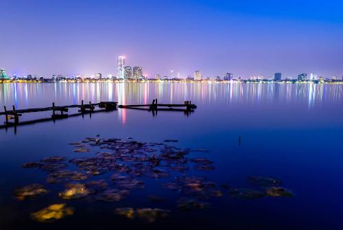 Cảnh sắc hồ Tây về đêm. Nguồn: Internet