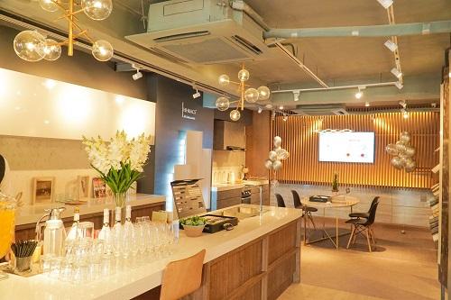 Showroom Homemas của QH Plus phân phối độc quyền các sản phẩm vật liệu hoàn thiện cao cấp của đối tác LG Hausys.