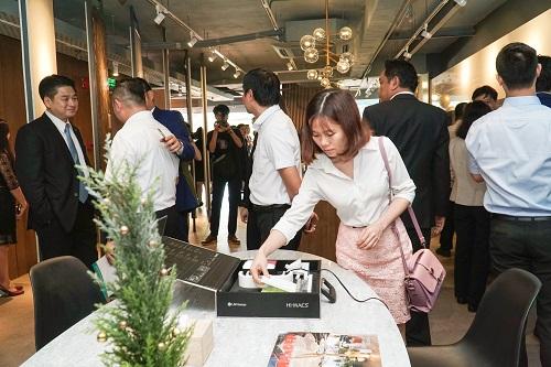 Buổi lễ khai trương showroom Homemas và trải nghiệm các sản phẩm vật liệu hoàn thiện LG Hausys thu hút đông đảo các đại diện tổng thầu thi công, kiến trúc sư...