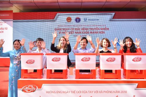 Lễ mít tinh hưởng ứng Ngày thế giới rửa tay với xà phòng năm 2018 trong khuôn khổ dự án Vì một Việt Nam khỏe mạnh hơn do Unilever Việt Nam hợp tác với Bộ Y tế, Bộ Giáo dục vàĐào tạo tổ chức.