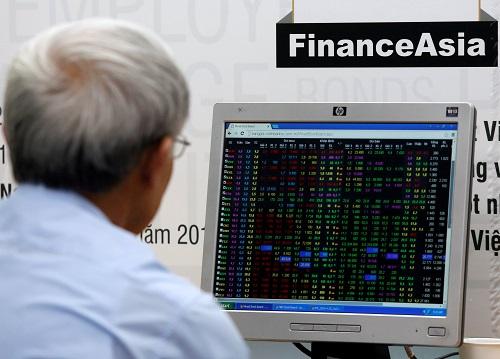 Bảng giá trực tuyến của một công ty chứng khoán. Ảnh: Reuters
