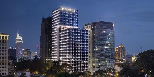 Tòa nhà Deutsches Haus (giữa) tại TP HCM là dự án đạt chứng chỉ công trình xanh LEED của Mỹ.