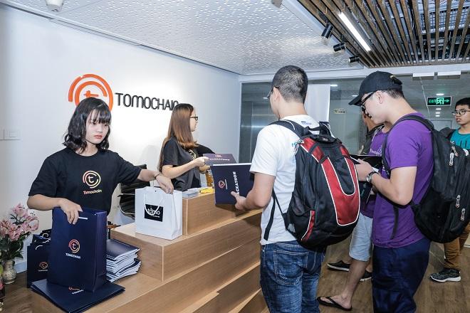 Buổi ra mắt Mainnet tạivăn phòng TomoChain tại Hà Nội ngày 6/12 là sự kiện mở màn cho chuỗi chương trình của công ty này từ nay đến tháng 2/2019 trên toàn cầu. Ảnh: TomoChain.