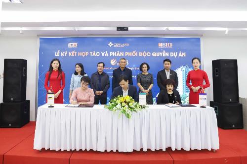 Đại diện chủ đầu tư IDB Việt Nam, Cenland và ngân hàng SHB tiến hành ký kết hợp tác và phân phối độc quyền dự án One 18.