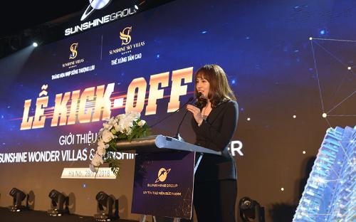 Bà Đỗ Thị Hồng Nhung gửi lời cảm ơn tới các chiến binh sales đã đồng hành cùng Sunshine Group.