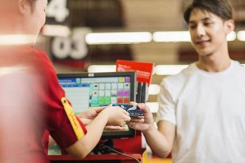 Chủ thẻ VinID có cư hội nhận được hàng nghìn ưu đãi trong đại tiệc mua sắm tháng 12/2018.