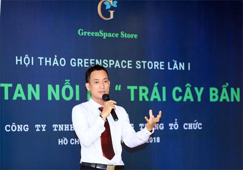 Ông Phạm Thiện Hoàng, giám đốc Công ty TNHH Phạm Hoàng Trang trình bày tại hội thảo Đánh tan nỗi lo trái cây bẩn.