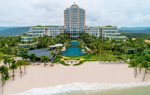 Khu nghỉ dưỡng InterContinental Phu Quoc Long Beach Resort đi vào hoạt động từ tháng 6/2018.