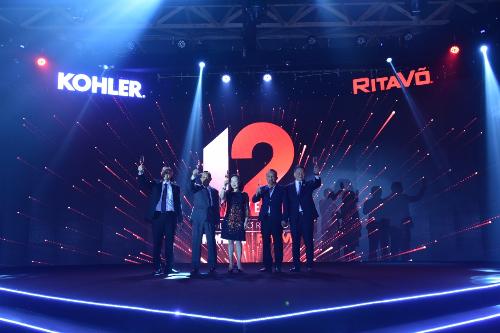 Đại Diện Công ty RitaVõ và Tập Đoàn Kohler nâng ly chúc mừng cho kỷ niệm 20 thành lập RitaVõ và sự hợp tác thành công giữa hai bên trong suốt 12 năm tại thị trường Việt Nam.
