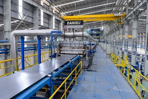 Hoa Sen hiện có 11 nhà máy trên cả nước với dây chuyền sản xuất hiện đại, máy móc thiết bị tối tân, đáp ứng yêu cầu nâng công suất, phục vụ tăng trưởng dài hạn.