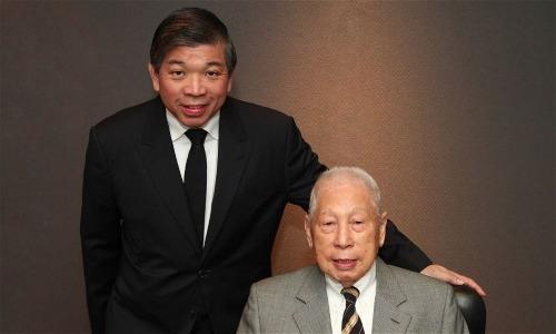 Hai cha con Teo Siong Seng và Chang Yun Chung. Ảnh: PIL