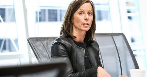 Adena Friedman - hạng 16: Bà được bổ nhiệm làm Giám đốc Điều hành của Nasdaq - sàn giao dịch chứng khoán có trụ sở tại Mỹ từ đầu năm 2017.