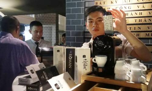Máy pha cà phê viên nén rang say có nhiều dòng sản phẩm khác nhau. Ảnh: Thi Hà.
