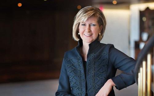 Mary Erdoes - hạng 33: Bà hiện điều hành J.P. Morgan Asset & Wealth Management - đơn vị dẫn đầu toàn cầu trong quản lý đầu tư và ngân hàng tư nhân với hơn 2.000 tỷ USD tài sản khách hàng.