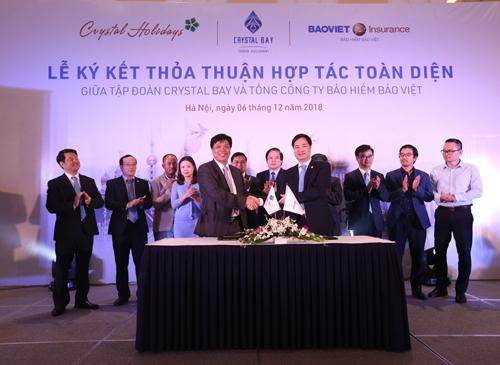 Lễ ký kết thỏa thuận hợp tác toàn diện giữa Crystal Bay và Bảo hiểm Bảo Việt.