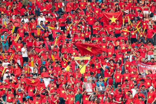 Tài trợ bản quyền phát sóng giải đấu AFF Suzuki Cup 2018, Lavifood muốn lan tỏa tình yêu bóng đá đến mọi người nông dân Việt Nam (ảnh sưu tầm)