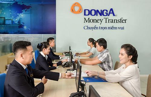 Công ty Kiều hối Đông Á thực hiện chương trình khuyến mại với nhiều quà tặng hấp dẫn.