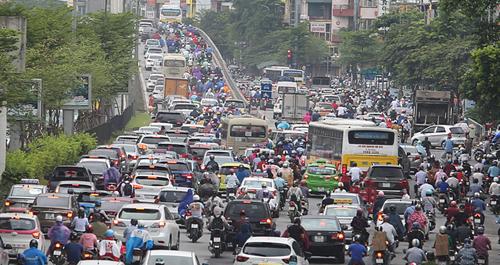 Người dân thành phố luôn tốn nhiều thời gian để di chuyển.