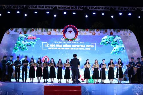 Những giai điệu ngân nga về Giáng sinh từ nhóm thánh ca nhà thờ.
