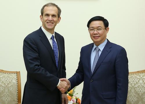 Phó thủ tướng Vương Đình Huệ tiếp ông Kent Walker - Phó chủ tịch tập đoàn Google chiều 11/12. Ảnh: Thành Chung