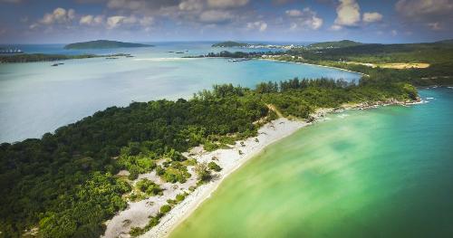 Đảo Ngọc Phú Quốc được thiên nhiên ưu đãi ái với vị trí thuận tiện, diện tích lớn, bãi biển tuyệt đẹp, ẩm thực phong phú và văn hóa đặc sắc.
