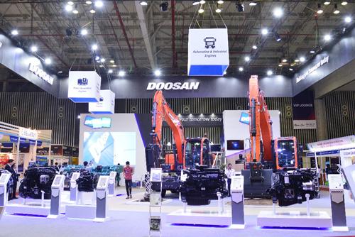 Không gian triển lãm máy công trình Doosan Hàn Quốc với quy mô hoành tráng tại triển lãm VIMAF 2018.