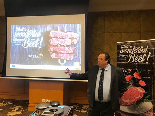 Ông José Ramón Godoy cho biết thịt bò Tây Ban Nha có chất lượng cao và hương vị đặc biệt nhờ tuân thủ mô hình sản xuất châu Âu (MPE).