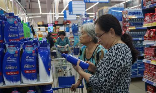 Hàng Việt liên tục phải giải cứu, lép vế trước hàng ngoại