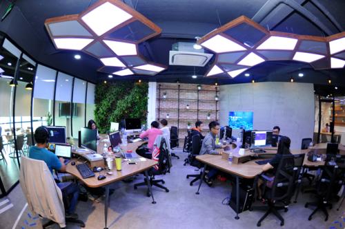 Một góc làm việc trong vườn ươm khởi nghiệp UpStar Labs.