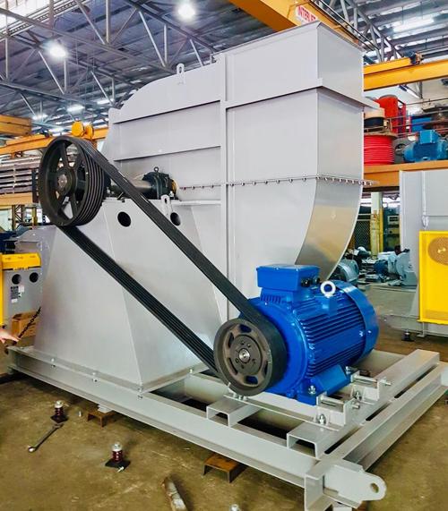 Động cơ điện Elektrim chính hãng được lắp đặt trong công trình quạt công nghiệp.