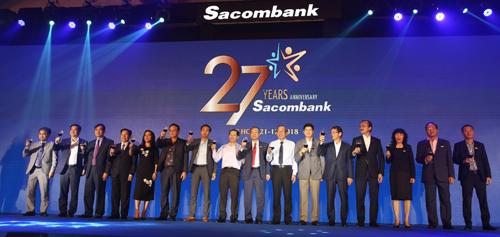 Nghi thức chúc mừng 27 năm thành lập ngân hàng Sacombank.