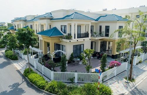 Mỗi căn biệt thự đều có thiết kế mang phong cách phóng khoáng khu vực Địa Trung Hải, với màu sắc tươi sáng, mang lại cảm giác thư thái, nhẹ nhàng cho gia chủ.