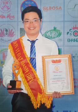 Đại diện Saigoncontainer nhận giải thưởng.