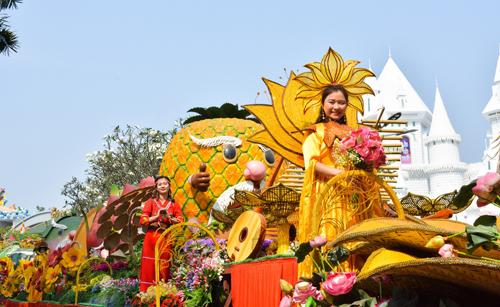 Hòa vào vũ khúc mừng Xuân sôi động với các ngôi sao nổi tiếng Selfie cùng những nàng công chúa đến từ xứ sở hoa tiên